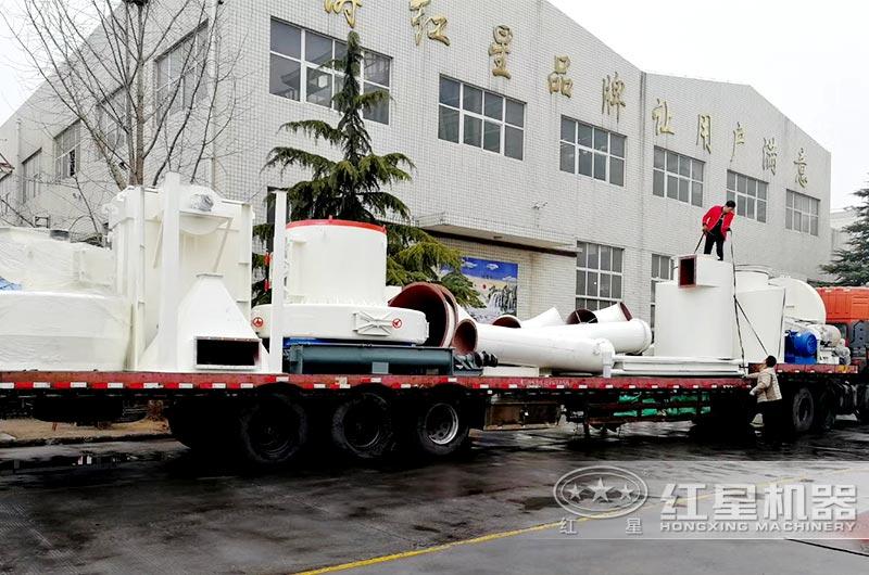 红星机器小型磨粉机发往湖南